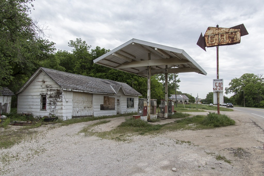 gas station abandoned