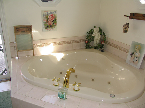 16 reasons why whirlpool tubs are for suckers len penzo for Garden tub sizes