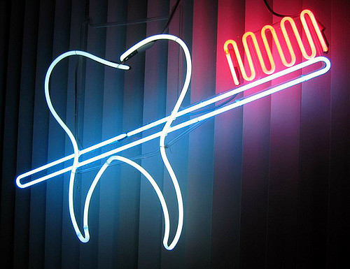 dentist-sign-tooth